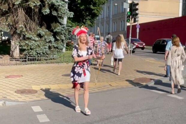 """Відома ведуча прогулялася з луком по Києву, колега змусив: """"Купідоніха"""""""