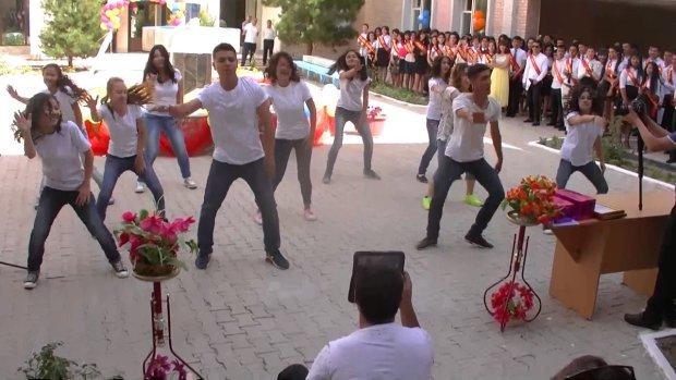 Харківські вчителі здивували Україну гарячим танцем: відео облетіло мережу