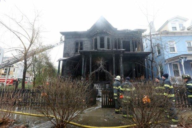 Сожженный дом, фото: Poughkeepsie Journal