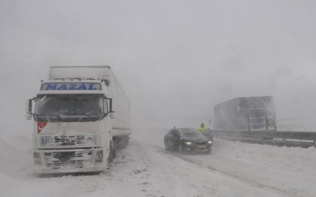 Автобус с украинскими туристами попал в смертельное ДТП: фото