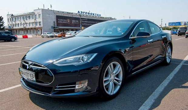 Электрокар  Tesla Model S можно взять напрокат в Одессе (фото)