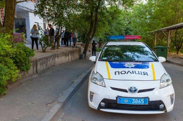 """Сын не смог дозвониться: под Одессою женщина """"похоронила"""" себя в квартире, кадры 18+"""