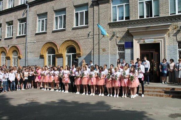 У Києві коронавірус пробрався до школи перед 1 вересня - ні дзвінка, ні першачкiв з букетами