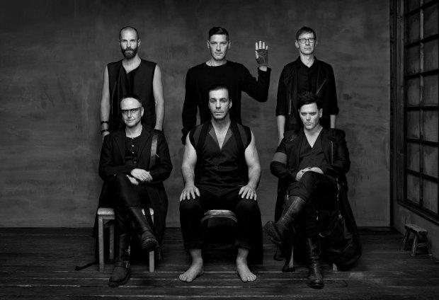 """Долгожданный альбом Rammstein слили в сеть за два дня до релиза: """"Дерзко, хмуро и атмосферно"""""""