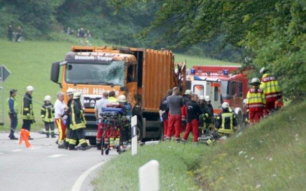 Пасажирський автобус розбився на популярному курорті: є жертви
