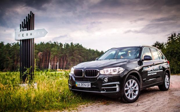 Власник BMW два роки ремонтував машину. Зрештою він не витримав — і наніс список всіх поломок просто на кузов автомобіля