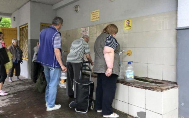 """Дороже колбасы: украинцы отдадут за воду последнюю """"заначку"""""""