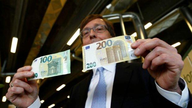 Сколько времени уйдет на то, чтобы заработать 1€ в разных странах: показали неутешительные для украинцев цифры