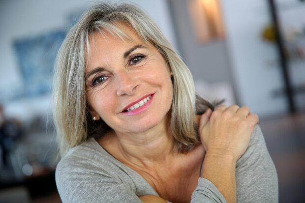 Секрети молодості для жінок за 50: як зберегти свіжість за допомогою волосся