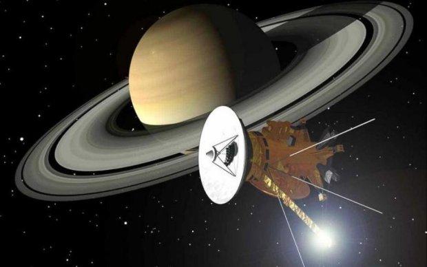 """Cassini показав """"прощальні"""" знімки Сатурна"""