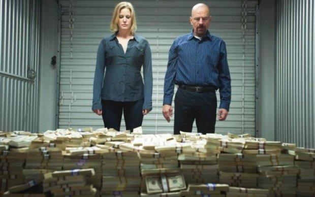 Справжнє божевілля: українці скуповують тонни доларів