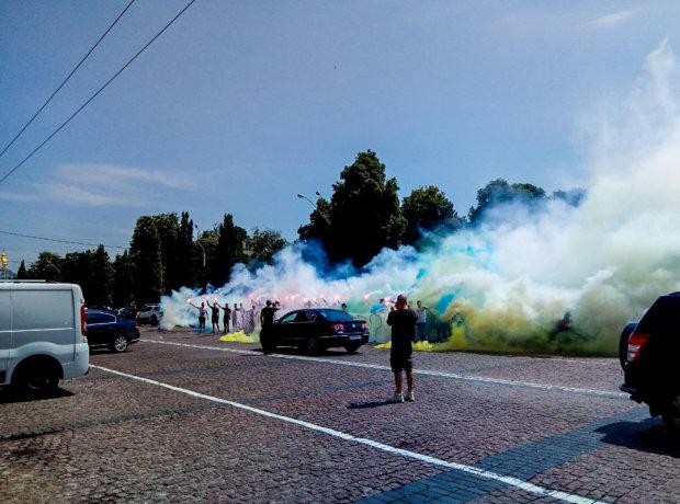 Софиевскую площадь в Киеве окутало густым дымом: что происходит