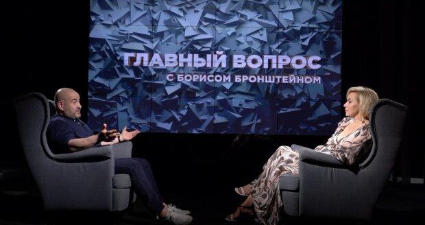 Психолог Славина рассказала, стоит ли женщине брать фамилию мужа