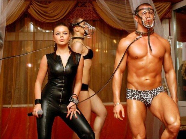 У 2008 році артистка шокувала появою в садо-мазо латексному костюмі