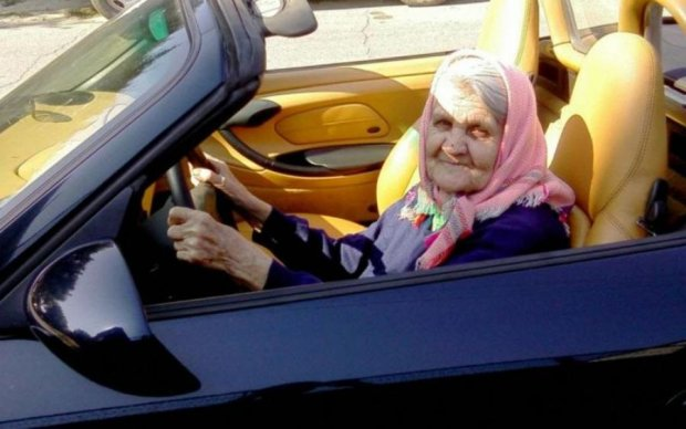 Пока вы варитесь в маршрутках: свекровь топ-чиновницы купила на пенсию Rolls-Royce