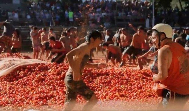 """Чилійці влаштували """"томатну бійку"""" посеред міста"""