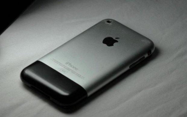 Самый редкий iPhone в мире продают по цене авто