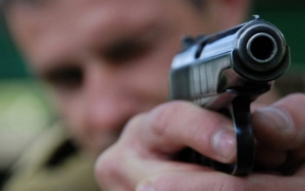 Неизвестные подстрелили чиновника в Киеве
