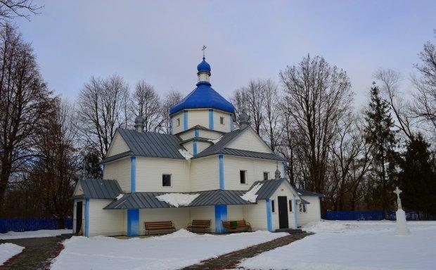 Вигнання нечистої сили по-українськи: настоятеля церкви країни-агресора відвезли на швидкій