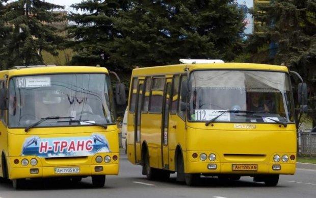 Жорстоке побиття жінки у маршрутці шокувало Україну: відео