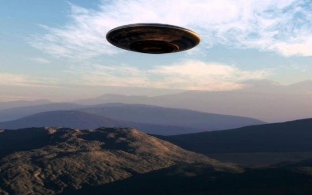 Нимб или НЛО: странная фигура в небе озадачила россиян