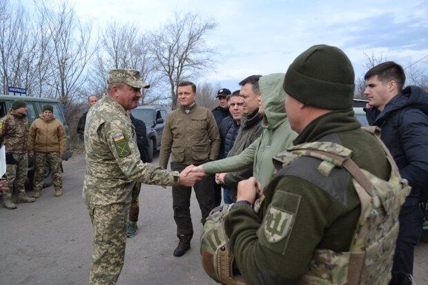 Визит нардепов в Золотое-4, facebook.com/pressjfo.news
