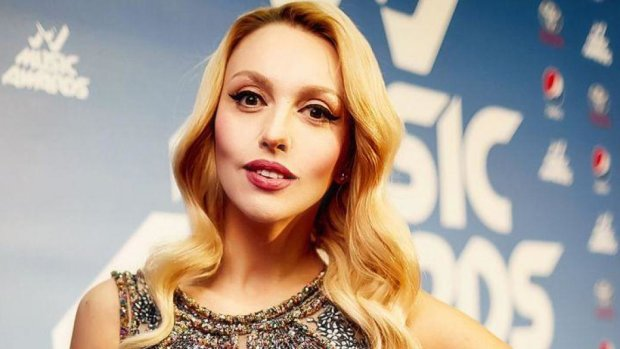Полякова в дерзком мини свела с ума глубоким декольте: украинская Мадонна