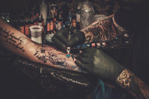 Больше секса, больше риска: что татуировки могут рассказать о своем владельце
