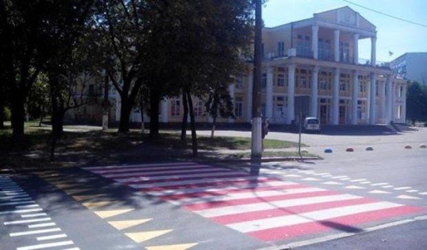 В Киеве обустроили современный пешеходный переход (ФОТО)