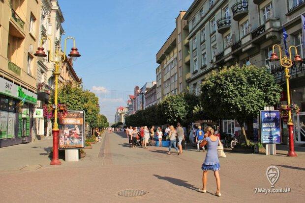 """Хлопець влаштував """"бійцівський клуб"""" у центрі Франківська: не жалів ні старих, ні малих"""