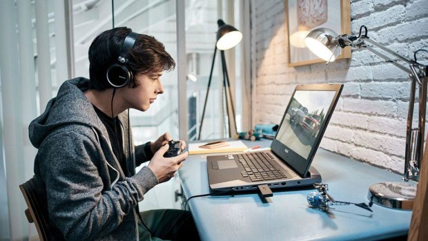 Xaiomi показала крутой стол для киберспортсменов