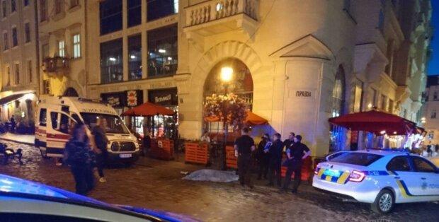 В центре Львова мужчина схватился за сердце, скорая не успела