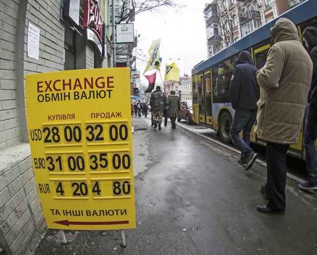 Курс валют на 10 октября: евро ощутил мощь гривны на себе