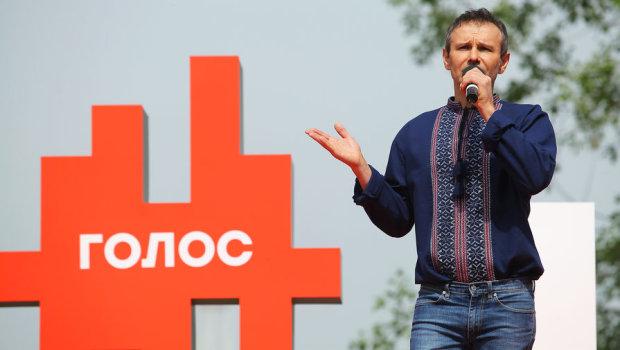 """Вакарчук из """"Голоса"""" срочно обратился к украинцам: готов взять всю ответственность"""