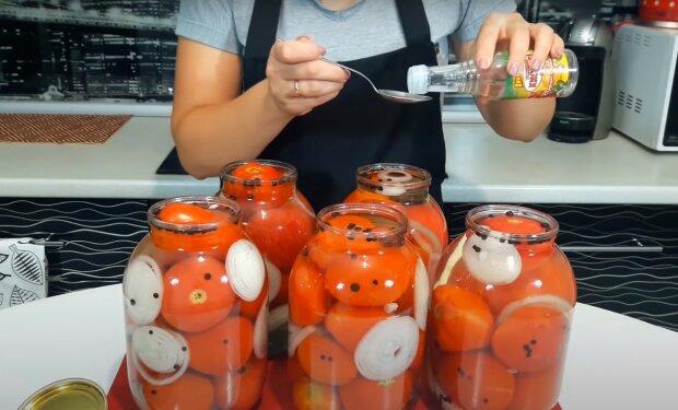 консервированные помидоры, скриншот из видео