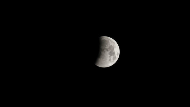 В Харькове неожиданно исчезла Луна: город в темноте и панике, кадры аномалии