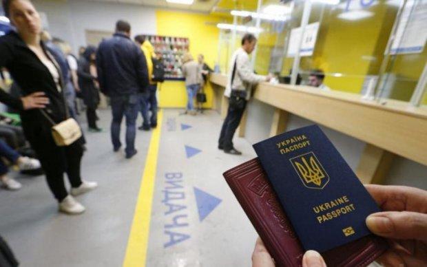 Міграційна служба порахувала українців з біометрикою