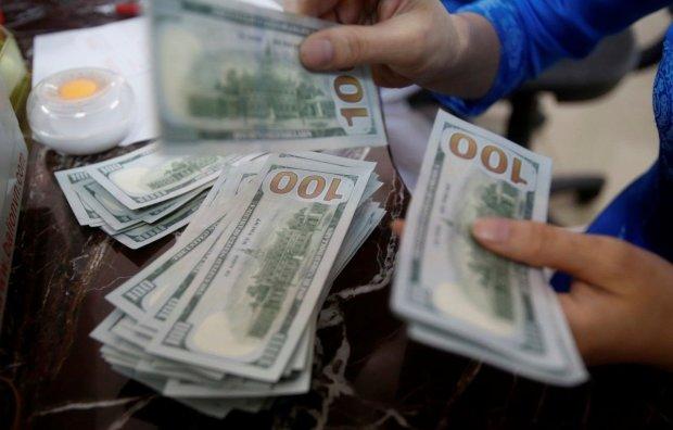 В Украине заработали новые правила покупки валюты: все ради гривны