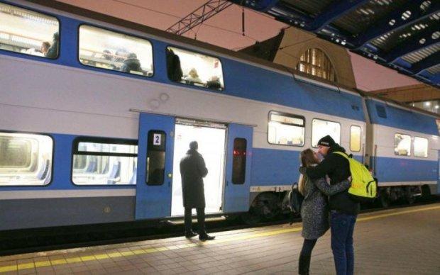 Обслужи себе сам: Укрзалізниця підготувала пасажирам сюрприз із хитринкою
