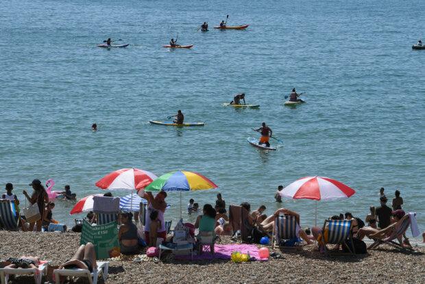 Люди на пляжі, фото: Getty Images