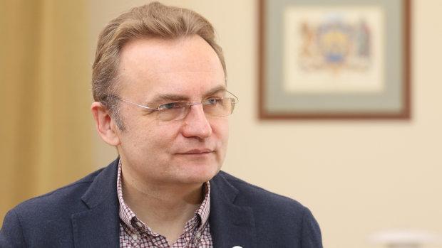 Садовой впервые прокомментировал билборды против Зеленского во Львове