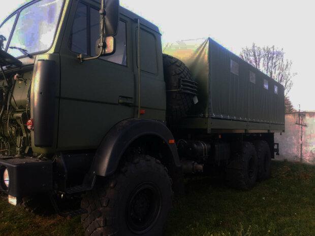Замість військової техніки армійцям підсунули дорожчі цивільні вантажівки – екс-чиновник Міноборони