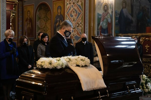 Прощання з Анатолієм Матвієнком, фото Facebook Петра Порошенка