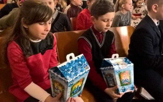 Віктор Медведчук та Оксана Марченко привітали дітей Закарпаття (ФОТО)
