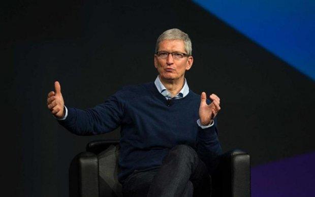 iPhone 8 заметили в штанах у Тима Кука