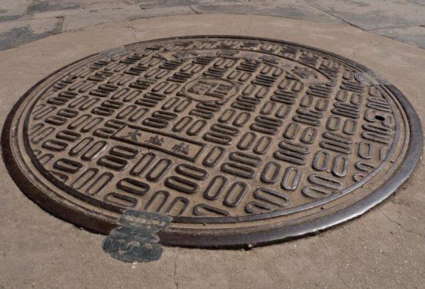 Китайці встановили «розумні» каналізаційні люки