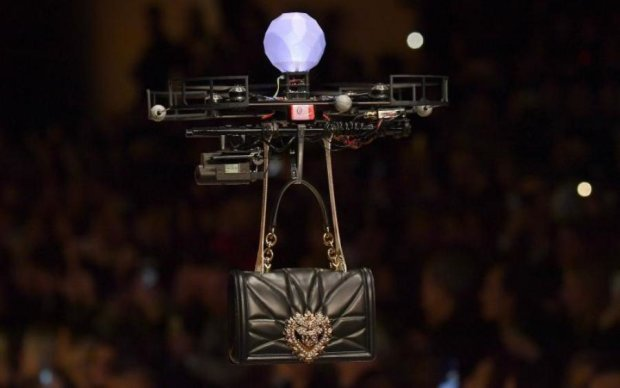 Майбутнє вже сьогодні: дрони забрали роботу у тендітних дівчат
