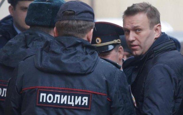 Что происходит: полиция взяла штурмом офис Навального