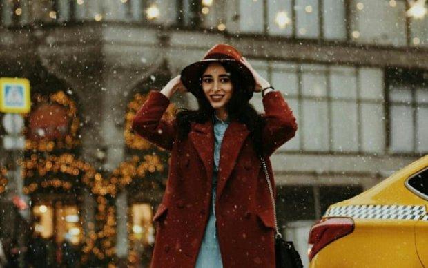 Известная модель разгуливает в одном белье в сильный мороз: пикантные фото