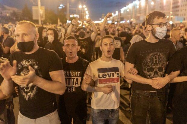 """Головне за день вівторка 11 серпня: """"концтабори"""" для противників Лукашенка, офіцер СБУ злив держтаємницю та атака шахраїв у соцмережах"""